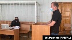 Александр Козенко и его адвокат Ирина Князева в зале суда