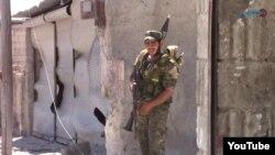 Күрт кошуундарынын аскери. Ракка шаары.