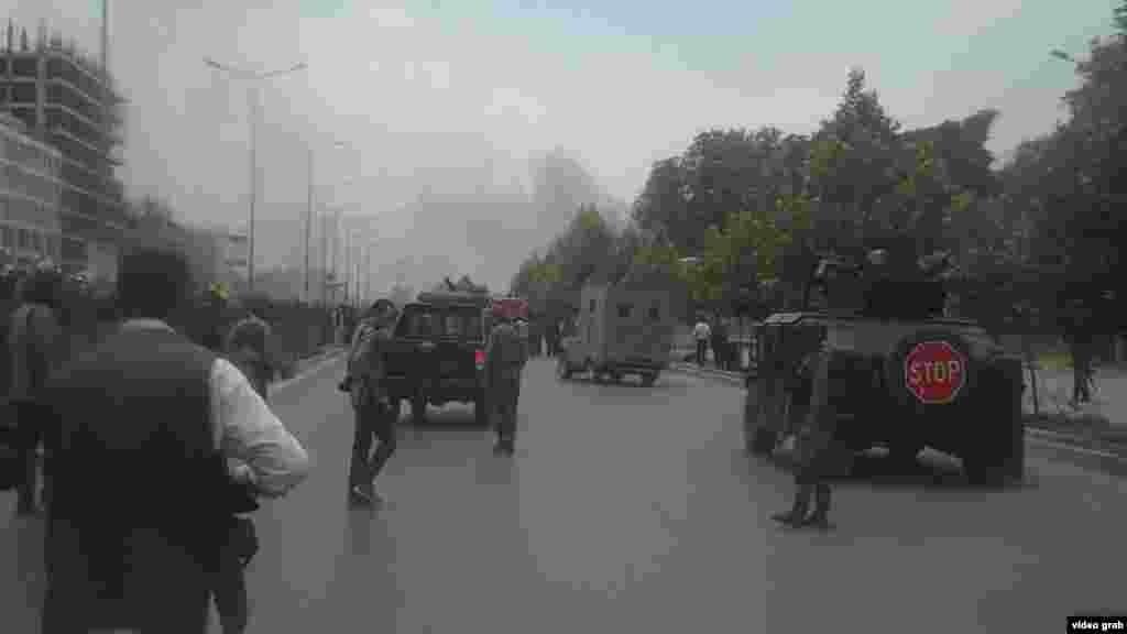 افغانستان: پر پارلمان له وسله وال بریده پس له ودانۍ د لوګي لوخړې خېژي