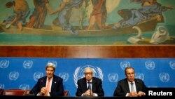 John Kerry, Lahdar Brahimi și Serghei Lavrov, la sediul ONU din Geneva, 13 septembrie.