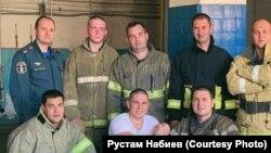 Рустам Набиев со спасателями