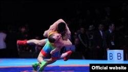 Бишкектеги күрөш боюнча Азия чемпионатынан бир көрүнүш.