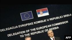 Oli Ren i Boris Tadić na otvaranju nove Kancelarije Delegacije Evropske komisije u Srbiji, 12. februara 2009.