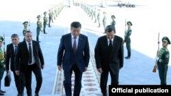 Gyrgyzystanyň prezidenti Sooronbaý Jeenbekow Türkmenistana döwlet saparyna başlady, Aşgabat, 23-nji awgust, 2018