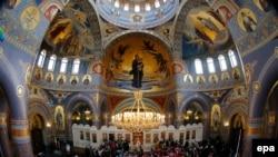 Одна из служб в храме Христа Спасителя в Москве