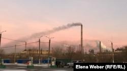 Дым от металлургического комбината «АрселорМиттал Темиртау». Темиртау, 12 ноября 2019 года.