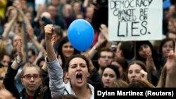 تظاهرکنندگان بریتانیایی در لندن به خروج از اتحادیه اروپا معترض هستند