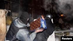 """Беспорядки у """"Украинского дома"""", 25 января 2014"""