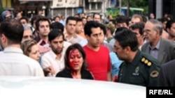 برخورد نیروی انتظامی با دختری که متهم به «بدحجابی» شده بود در روزهای اخیر بازتاب زیادی در سایت های ایرانی داشته است.