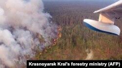 Пожежі в Красноярському краї Росії, фото з борту пожежного літака, 30 липня 2019 року