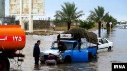 بارندگی فراگیر در استان بوشهر٬ موجب غرق شدن یک فروند شناور در آبهای ساحلی این استان٬ بازگشت پروازها٬ آبگرفتگی معابر و تعطیلی مدارس شد.