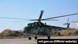 Модернизированный вертолет Ми-8 МСБ-В на полетах в морской авиационной бригаде ВМС ВСУ. 11 сентября 2019 года