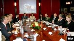 Средба на министерот Зоран Коњановски со заменик помошникот на Секретарот за одбрана на САД Џозеф Мекмилан