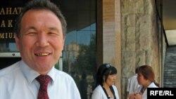 Қазақ ғалымы Уәлібай Өмірбаев, АҚШ-тағы Уейн университетінің профессоры. Алматы, 1 шілде 2009 ж.