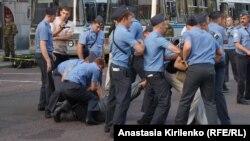 Мәскәүдә протест чарасына чыкканнарны тоткарлыйлар