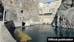 Вид на Токтогульскую гидроэлектростанцию в Кыргызстане.