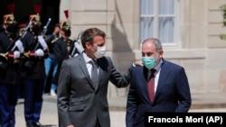Ֆրանսիայի նախագահ Էմանյուել Մակրոնը և Հայաստանի վարչապետի պաշտոնակատար Նիկոլ Փաշինյանը, Փարիզ, 1-ը հունիսի, 2021թ.