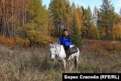 Андриян Хромов верхом на Пятаке