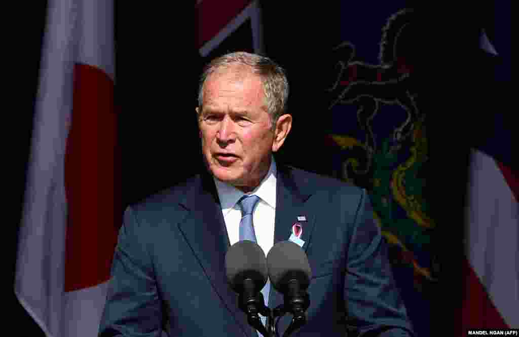 Ish-presidenti George W.Bush gjatë fjalimit në Shansvill të Pensilvanisë, ku u rrëzua fluturimi 93. Ai ishte president i SHBA-së në kohën kur ndodhën sulmet terroriste.
