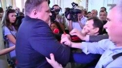 მუშტი-კრივი კიევში: უკრაინელი პოლიტიკოსი ცემა-ტყეპაშია წლების განმავლობაში