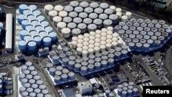 Водните контейнери се виждат на тази снимка от въздуха