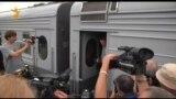 Алексея Навального встречают на Ярославском вокзале