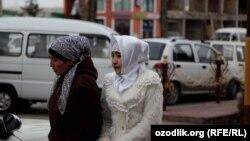 Женщины в хиджабе в городе Маргилане.