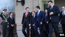 Владина делегација беше на роуд-шоу во Кина, каде што премиерот Никола Груевски се сретна со неговиот кинескиот колега Вен Џиабао на 15 мај 2012 година.