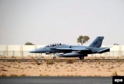 Самолёт австралийских ВВС по прибытии на базу в Дубае (ОАЭ)