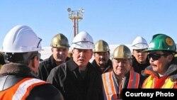 А.Атамбаев өкмөттү жетектеп турган кезде алтын кенге атайы барган. 17-ноябрь 2007-жыл.
