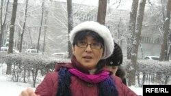 «Ар.Рух.Хақ» қорының жетекшісі Бақытжан Төреғожина азаптауға қарсы акция кезінде. Алматы, 4 ақпан 2010 жыл.