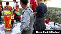 Рятувальники на місці землетрусу, Італія, 24 серпня 2016 року