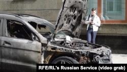 Сожженный автомобиль у офиса адвокатской конторы Pen&Paper в Москве
