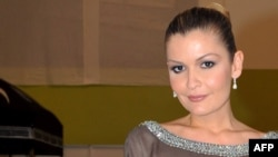 Лола Каримова - өзбек президентінің кіші қызы, Өзбекстанның ЮНЕСКО ұйымындағы елшісі. Париж, 8 сәуір 2009 жыл.