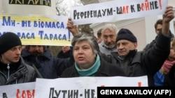 Акция противников референдума, организованного Россией в Крыму с целью аннексии полуострова. Симферополь, 11 марта 2014 года