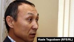 Екпін Шардаровтың адвокаты Сәкен Шардаров. Алматы, 4 қаңтар 2012 жыл.