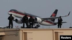 Взлет самолета Дональда Трампа из аэропорта Ла-Гуардия, архив.