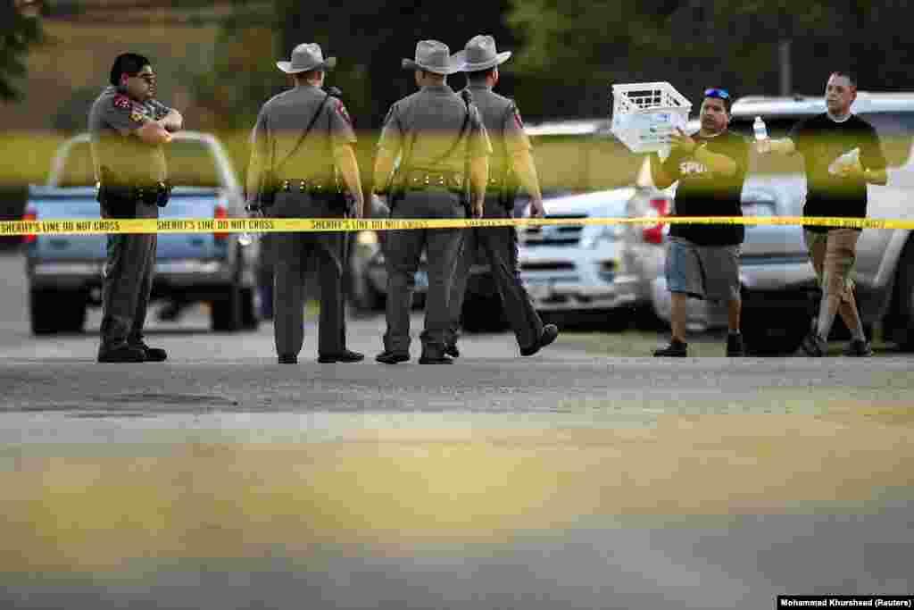 САД - Ова е уште еден чин на злото, изјави американскиот претседател Доналд Трамп за масовното убиство во Тексас. Во нападот, кој се случи за време на богослужба во црква, загинаа 26 лица, од кои најмладата жртва е 5-годишно дете.
