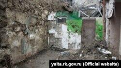 Место обрушения подпорной стены в Ялте, 30 января 2019 год