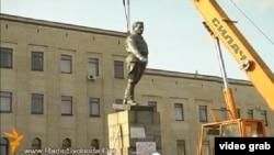 Демонтаж памятника Кирову в Кировограде в феврале 2014 года