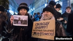 Activists protest in support of Russian civil activist Ildar Dadin in St. Petersburg on November 3.