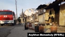 Вынесенные из сожженных домов газовые баллоны в селе Масанчи. 8 февраля 2020 года.