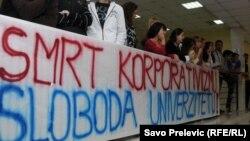 Sa protesta studenata Fakulteta političkih nauka u Podgorici zbog stanja na Univerzitetu Crne Gore, novembar 2011.