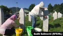 Akciju čišćenja je pokrenuo Senad Džananović, povratnik u Srebrenicu, a na poziv se odazvalo više od 100 povratnika