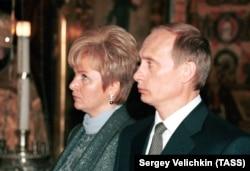 Владимир Путин мен оның әйелі Людмила.