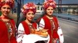 Фотоколаж: урочиста зустріч на адмінкордоні між Херсонщиною та Кримом