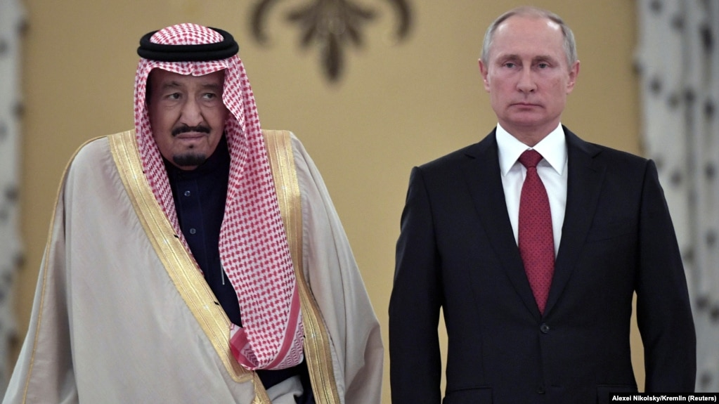 Russian President Vladimir Putin (right) and Saudi Arabia's King Salman attend a welcoming ceremony ahead of their talks in the Kremlin in Moscow on October 5.