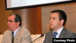 Мәгариф министры Альберт Гыйльметдинов (с), мәгълүматләштерү министры Николай Никифоров