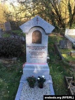 Айцец Надсан пахаваны на лёнданскіх могілках