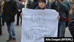 Protest în fața ANRE, noiembrie 2015